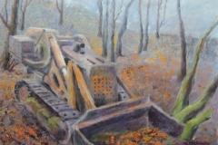 Deponierter Bagger im Wald